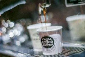 Kaffee, Nahaufnahme, Vienna Coffe Festival, Automat, Becher