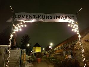 adventmarkt, schloss neugebäude, nacht, im dunkeln, lichter