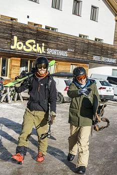 joschis sporthaus, hochkar, skifahrer, snowboarder, parkplatz