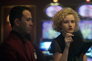 Ruth, Julia Garner, Casino, Ozark, Review
