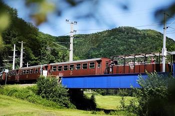 Ötscherbär, Aussichtswagen, Zug fährt über Brücke, Mariazellerbahn, Niederösterreich
