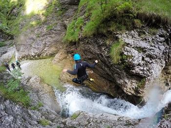 sprung ins wasser, canyoning, niederösterreich