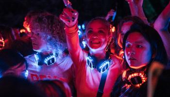 netflix, deutsche serie, neonlichter, party, mitbewohner, ole, chen lu, lotta,