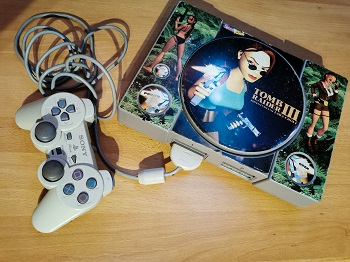 Playstation 1, Tomb Raider, Lara Croft, Pickerl, Konsole, Joypads