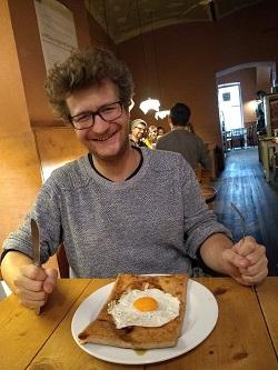 Galette mit Ei, Helden der Freizeit Redakteur Patrick Meerewald, Cafe der Provinz