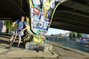 Donaukanal, Radfahrer, Brücke, Grafitti