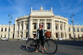 Fahrradfahrerin, ring, radweg, burgtheater