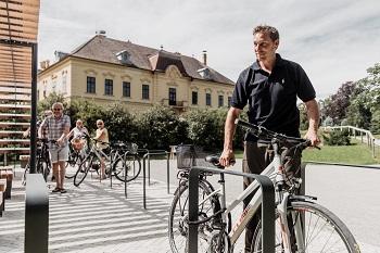 Radfahrer, Schloss Eckartsau, Abstellplatz