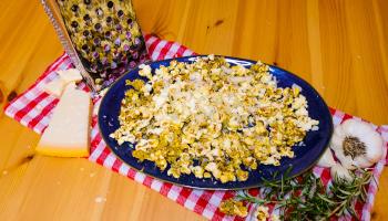 popcorn, selbermachen, knoblauch, würzig, salzig, parmesan,