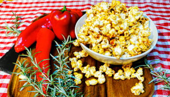 popcorn, selber machen, paprika, scharf, würzig, rot, salzig,