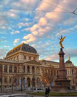 monument, universität wien, obelisk, viktoria, johann andreas von liebenberg, tour, guide,
