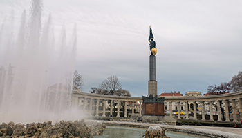 opfer der sowjetarmee, schwarzenbergplatz, rotgardisten, obelisk, fontänenbrunnen,