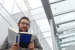 Peters Buchtipp: DAVE – eine KI als Ende allen Leids?