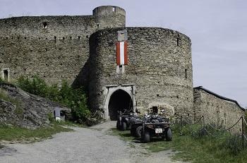 Quads vor der Burg Kollmitz